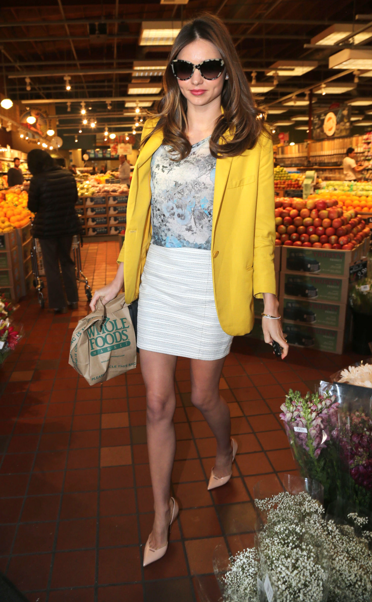 Only Miranda Kerr would look so gorgeous at a grocery store.