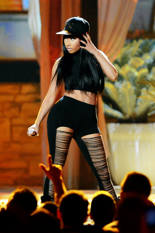 nickiminvj:  Nicki Minaj performing High School at the Billboard Music Awards