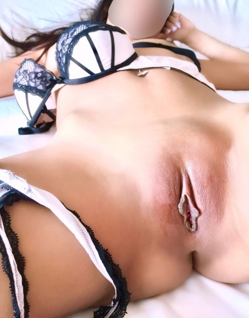 your-little-asian-slut:Presenting my juicy asian pussy 💋