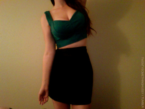 twentysomethinghussy:  The terrific and lovely minalynne sent me this crop top to cheer me up since I've kinda been down in the dumps lately. Mission accomplished girl, it's so cute! Thank you <333