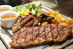 prettygirlfood:  Steak & Lamb Chop