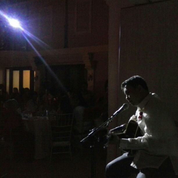 Popo singing to his wife. Sweet! I love weddings! #nofilter #NakpilTenazasNuptials