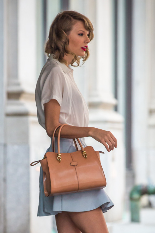tayswiftdotcom:  Leaving her apartment in NYC 5/24/14 (x)