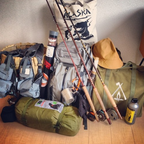 Preparing the stuff for a short trip. #fishing & #camping  #flyfishing #glassisnotdead #hatemonday #fenwick #patagonia #japan