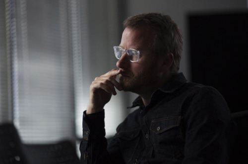 putonyourbathingsuits:  Berninger reflects on all the mistakes he's ever made. photo by Michelle Siu