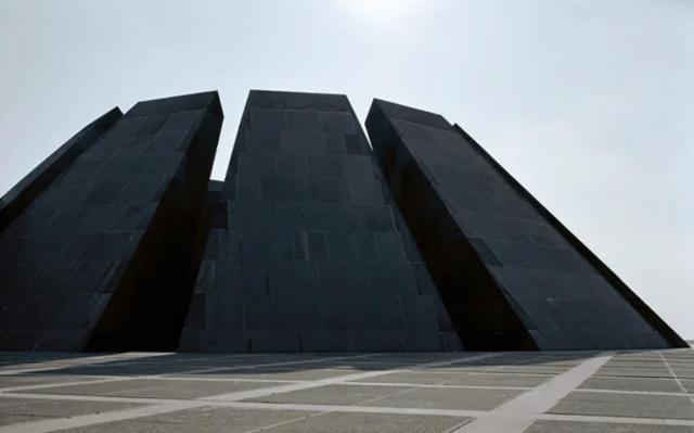 The Genocide Memorial in Armenia by Artur Tarkhanyan & Sashur Kalashyan via /r/ArchitecturePorn https://www.reddit.com/r/ArchitecturePorn/comments/n72atj/the_genocide_memorial_in_armenia_by_artur/?utm_source=ifttt #architecture#aesthetic
