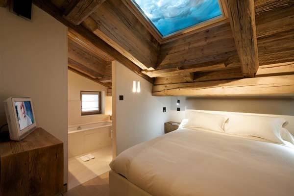 fuckyeahawesomehouses:  Chalet Cyanella  Ohmygerd! The wood!