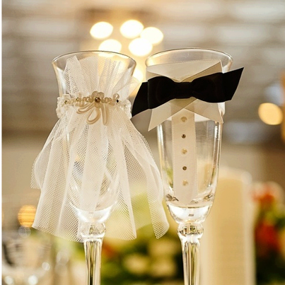 my-wedding-journey:  cute wedding flutes