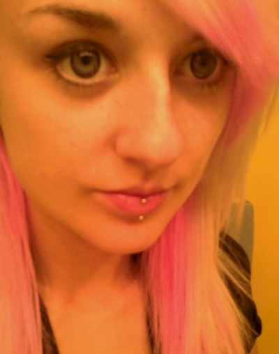 Hard to get a proper picture of them, but my pink and black contacts are awesome.