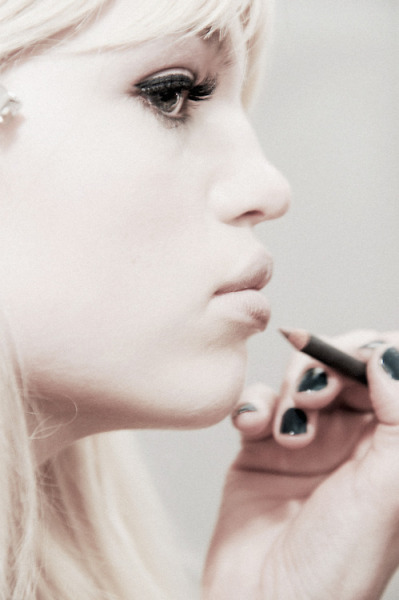 fuckkillers:  voguelovesme:  Daphne Groeneveld backstage at Emilio Pucci Fall 2013  lovely