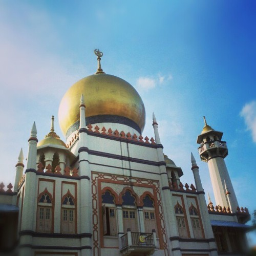 Sultan Mosque in Arab Street #singapore #architecture #building #islam #muslim #religion #culture #mosque #masjid #dome #golden (at Sultan Mosque)