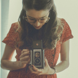 roisinkkelly:  delicate-eternity:  the girl and the camera (by Ana Luísa Pinto [Luminous Photography])  Everything about this photo is perfect.