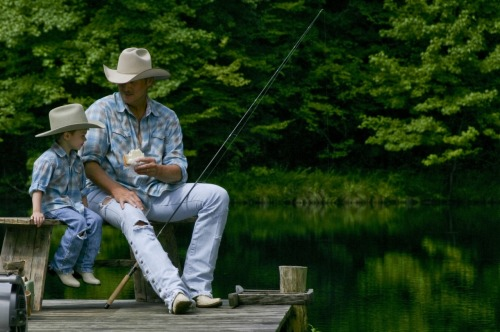 the-cowboy-way:  Alan Jackson Taking A Kid Fishing