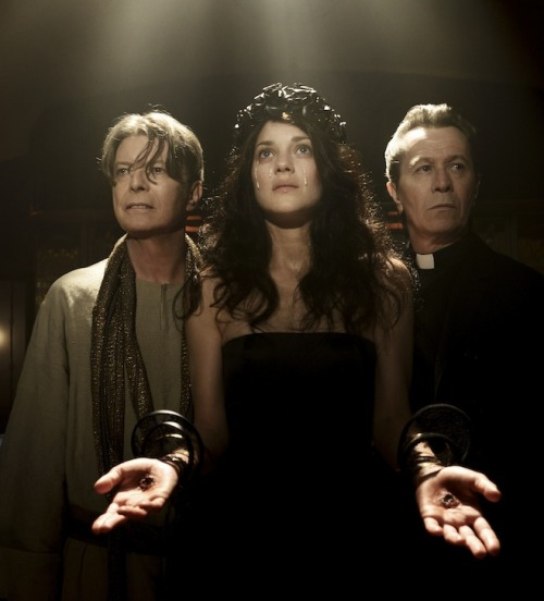 deathwaves:   David Bowie, Marion Cotillard, and Gary Oldman in David Bowie's new music video for The Next Day (x)    very important