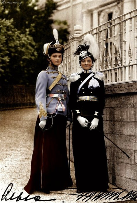 thegiftsoflife:  Grand Duchesses Olga and Tatina in the uniforms of their respective regiments, the Voznesenskiye Ulahns and the Elisavetgradsky Hussars, July 13th, 1913.