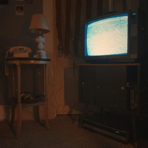 #suburban#suburban horror#suburban gothic#tv#crt#television#glitch#static#vintage#retro#home#eerie#creepy