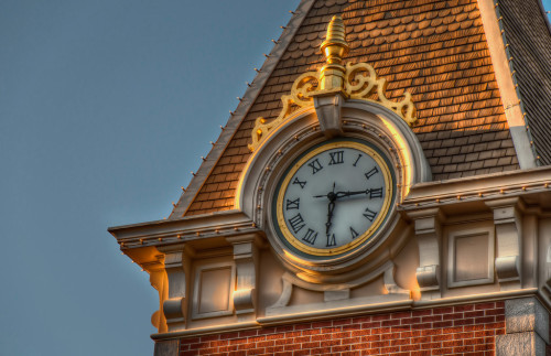 The Main Street Station Clock The sun sets on another day at Disneyland, and what better place to be for sunset than The Main Street Station! It seems that more often then not my head is… Read more here at Tours Departing Daily