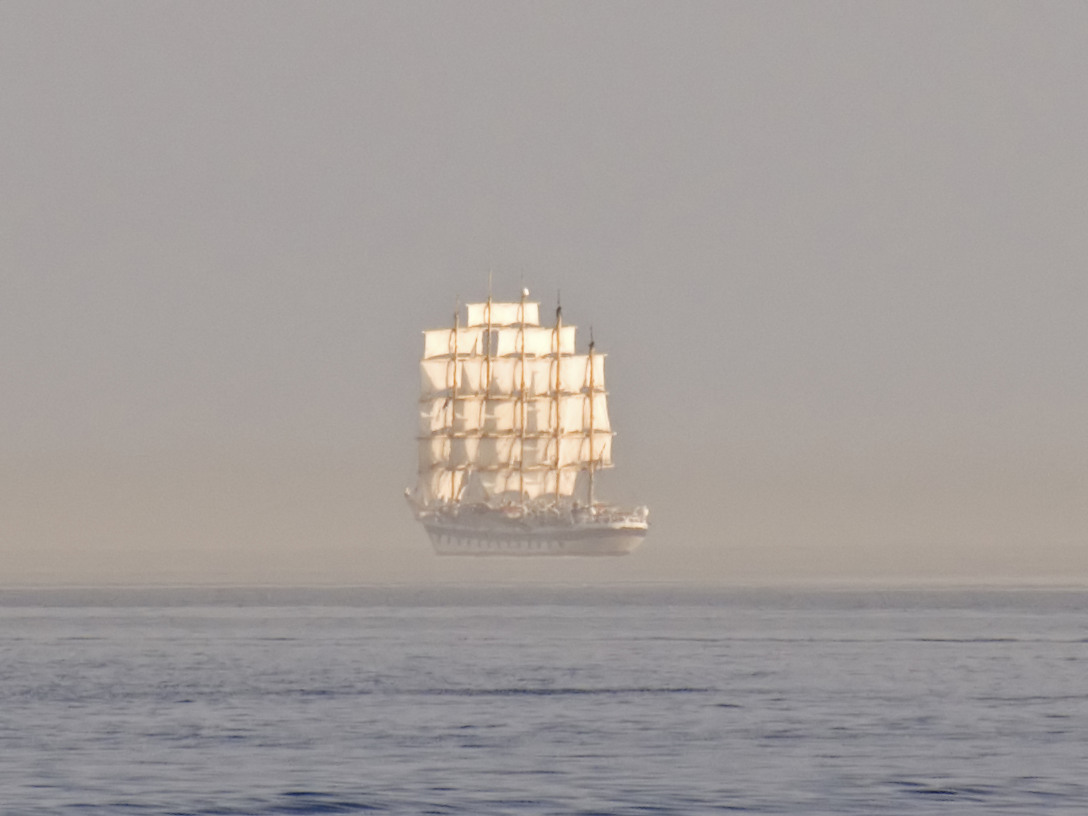 handa:  Ship on the horizon (via thriol)