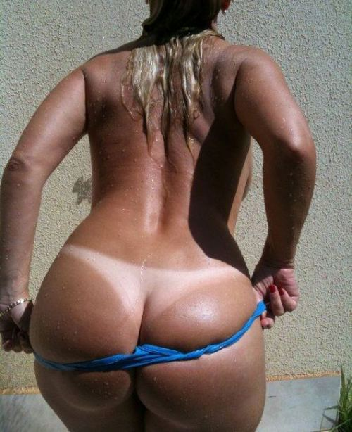 bbwtitsandass:  http://bbwtitsandass.tumblr.com/ juicy tanned ass
