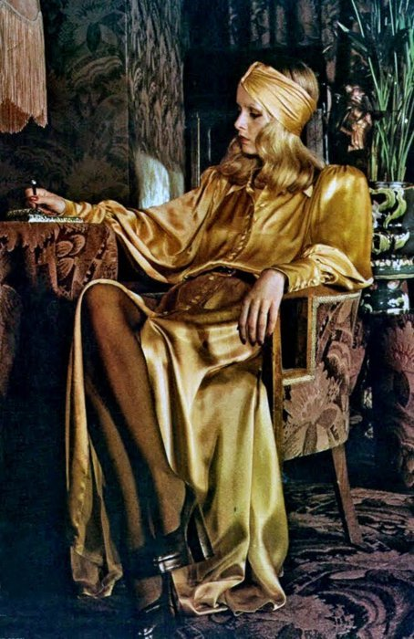 retrospectivedesign:  Haute couture Twiggy in your face!