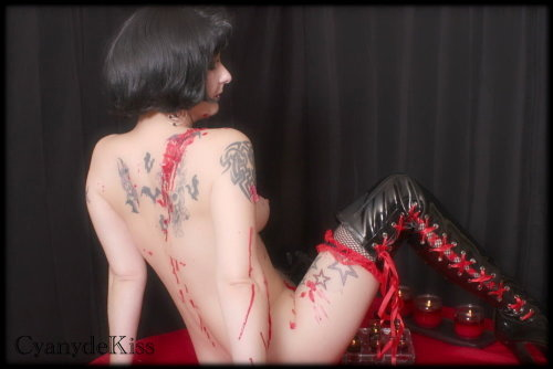 cyanydekiss:  I love this pic of me doing some #WaxPlay. I'll have to find the rest of this photo set from my desktop computer & post some others sometime.  :)