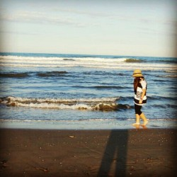 Can't wait for summer! #me #summer #beach #ocean #sand #hat #walking #memories #shadow  #instgram #instapic #picoftheday #sky #sun #falldown #valencia #spain #city