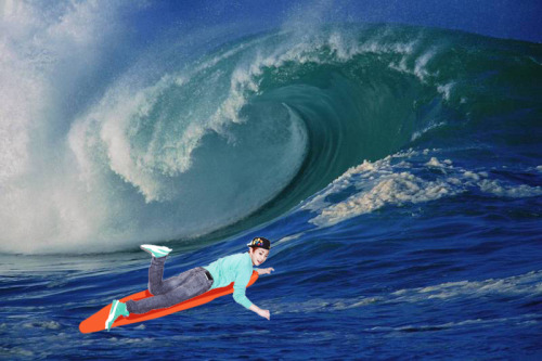 xingitos:  Look! It's Xiumin surfing!