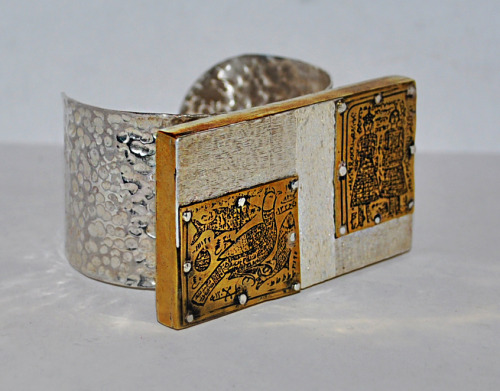Handcrafted cuff made with 46 grams of silver and  depicting Persian spells. © Videh Avar available only on ALANGOO.com