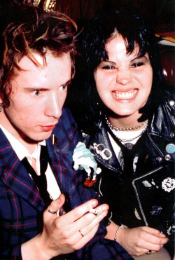 vintagegal:  Johnny Rotten and Joan Jett, 1978