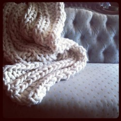 #bigloopyarn throw and #vintage #loveseat at #brimfieldbarn #brimfield #knitting and #antiquing