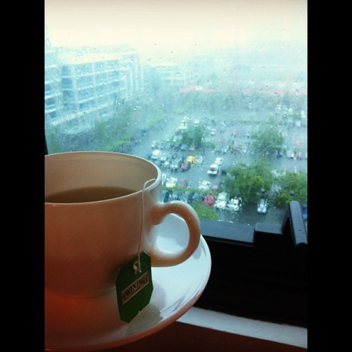 Enjoying my hot tea as the rain pour down 😁 #likeaboss #pootd #instagood   (at Alabang)