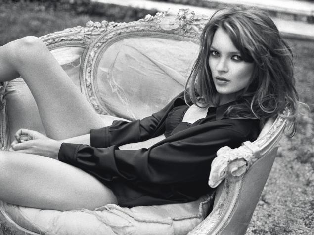 Kate Moss on lounge chair I by Sante D'Orazio (1995) - Estimate: £20,000 - 30,000, one of the selected pieces from the Kate Moss iconic image collection to be auctioned off by Christie's on September 25th in London.