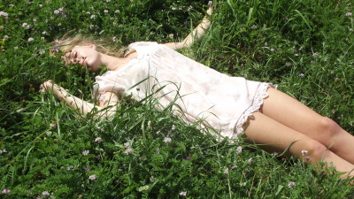 heartbreaks-and-heroine:  laying in the flowers