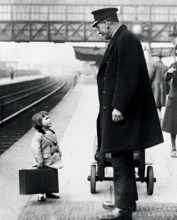 m3zzaluna:  which platform? a very young passenger asks a station attendant for directions, on the railway platform at bristol, england, 1936. photo by george w. hales.