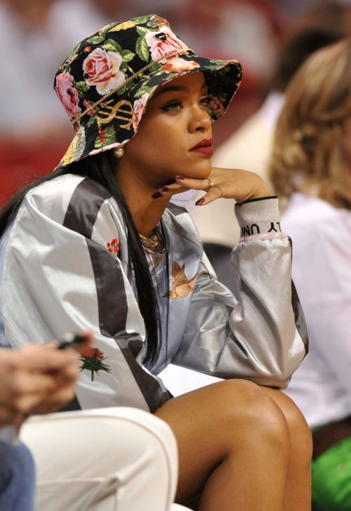 1k Rihanna fashion glamour style Celebs MY EDIT luxury RiRi celebrity celeb diva glamorous glam fashionista fashionistas Bad Gal Riri THE fashion killa