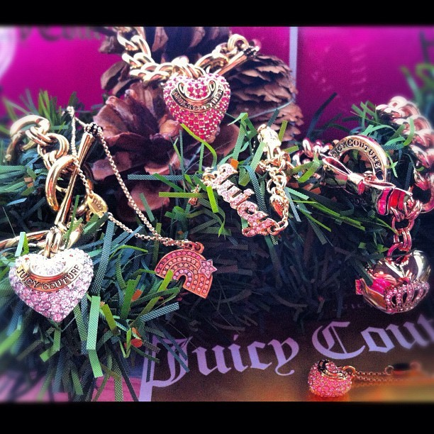Juicy Addiction #givemewhatiwant @juicycouture #bracelet #chain #charm #couture #christmas #cool #collection #clubsocial #jewelry #love #amazing #awesome #armcandy #addiction #accessories #fashion #girl #fashiondiaries #iphonesia #pink #gift