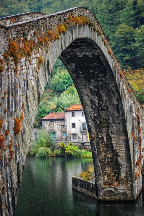 Ancient Stone Bridge, Mozzano, Italy photo via josie