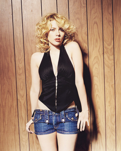 Scarlett Johansson photographed by Sheryl Nields for Esquire (2006)