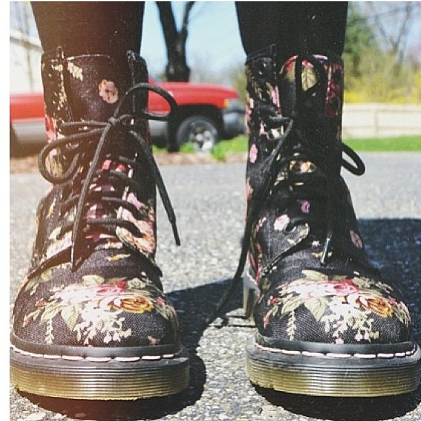 Coming soon! #docs #pipisboutique #love #floraldocs #flowers #drmartens #shoes #boots #fashion #style  (at www.pipisboutique.com)