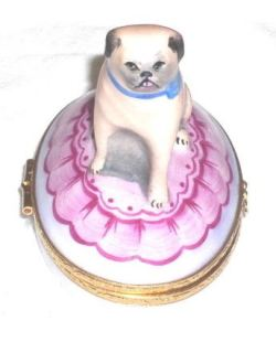 I desperately want this pug pill case from ebay. The tongue!