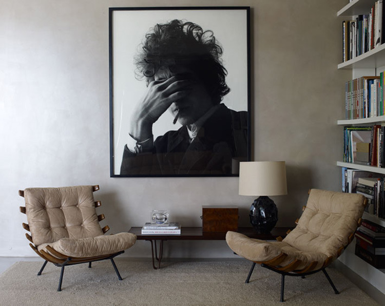 CTS live with art | #gallerywallsThe living area of Andrew Rosen and Jenny Dyer's Manhattan apartment, which Dyer designed. Photograph by artist Jack Pierson.Image: Photograph by William Waldron via Elle Decorthanx @elledecorthanx. @pynter*if you have information about the art work or copyright shown in these post please feel free to message us so we can credit appropriately.