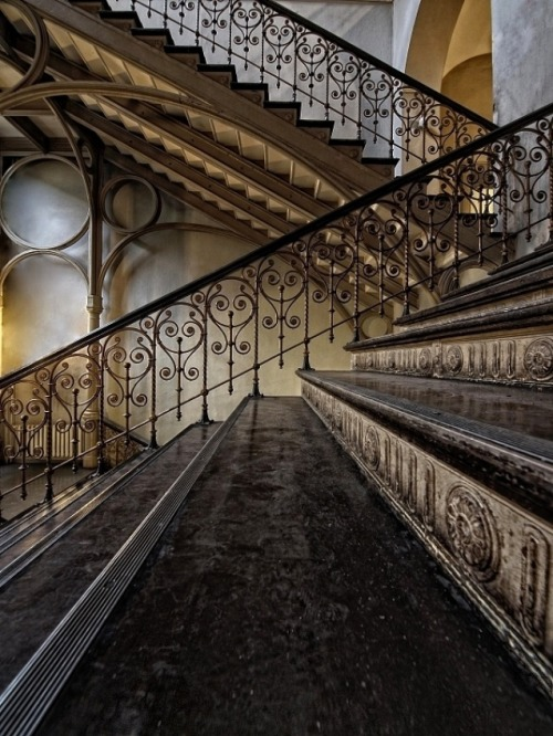 evocativesynthesis:  Mind the Step! by Claudia Leverentz