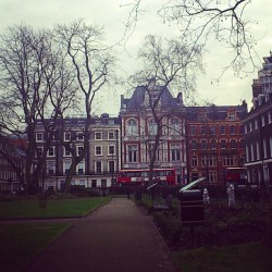 I love Bloomsbury Square Gardens #garden #tree #sky #day #rainy #england #london #camden #city #town #grass #trees #gardens #londres #jardines