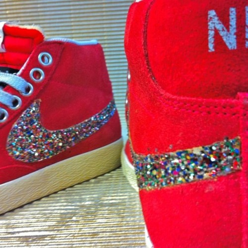 COMING SOON #NIKE GLITTER SPECIAL EDITION!!! STAY TUNED #newcollection #muffinonline #fashion  (at www.muffinonline.it )