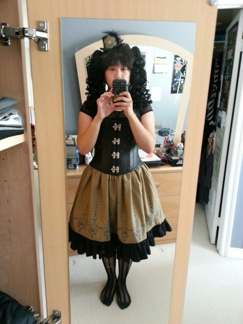 Test pic for my Bat's Day at Disneyland outfit. Skirt I made, got the print off of Spoonflower.Corset from Pendragon CostumesHat from Gothik GoddessSocks from EbayTop is from H&MShoes (not pictured) are from Clockwork CoutureWig (not wearing it yet…) & Curly Clips from Arda Wigs