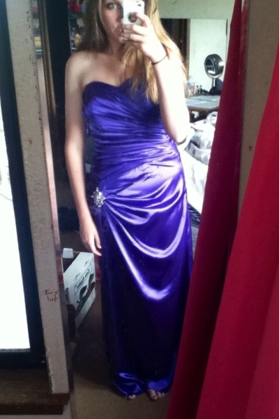 Is this a good dress to wear for prom? Please help!!! Give 100% honest opinion please 🙏