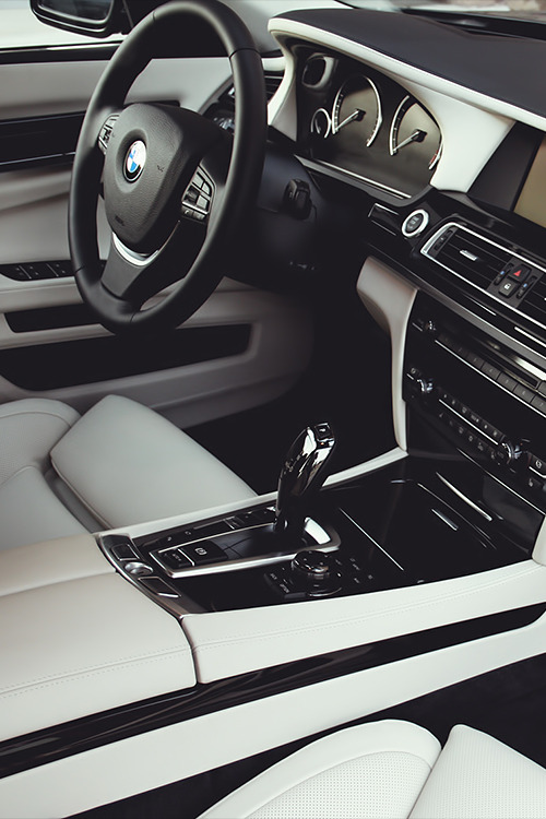 notsoprestigious:  how I love the 7 series with this interior colour.