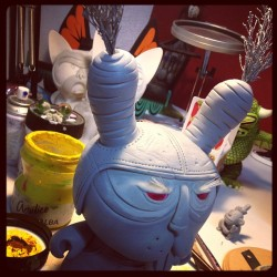 Paint time! Lets do it! A darle! #dunny #kidrobot #arttoy #vinyltoy #customtoy #bunny #carrots #zanahoria #chauskoskis