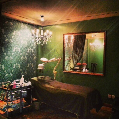 One of the rooms at Cantik Spa. #holidaylodge #brunei #cantikspa #spa #giwwork  (at Cantik Spa, Holiday Lodge Hotel)