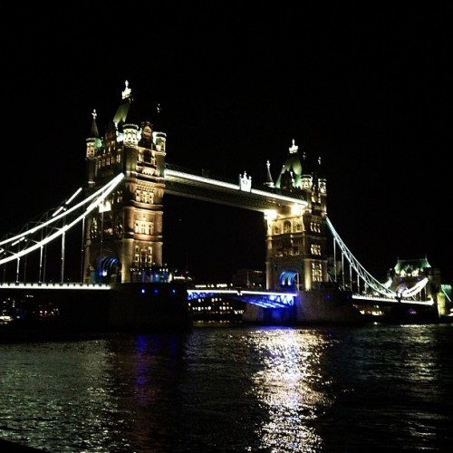 😀🇬🇧 (at Tower Bridge)